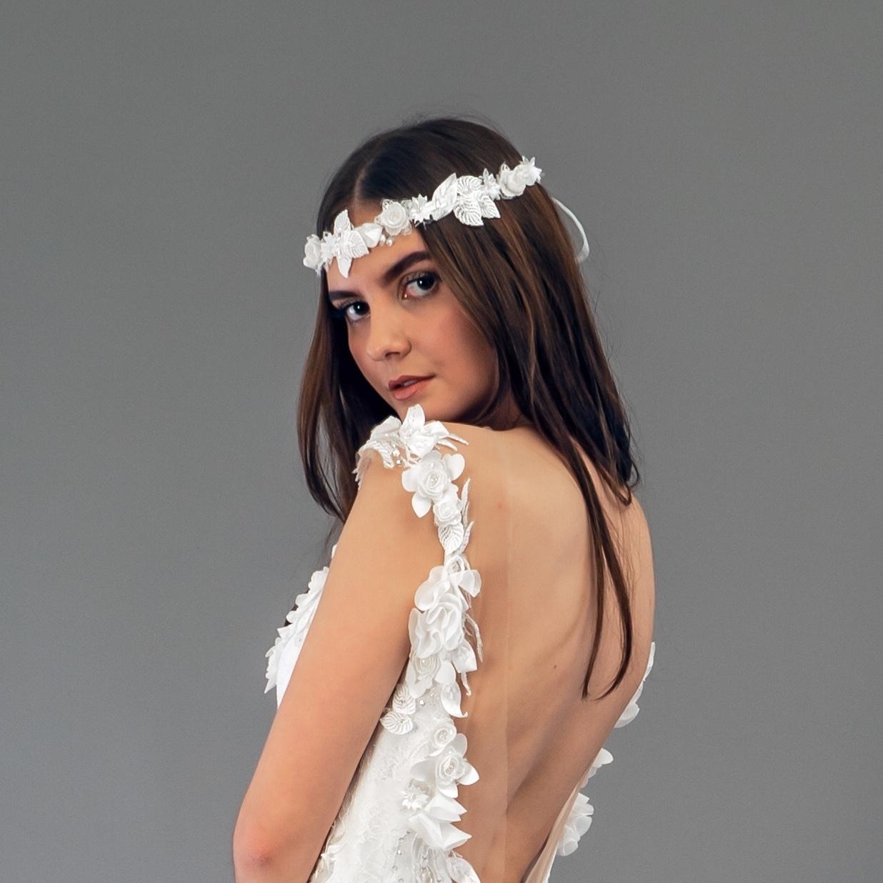 Accessoire de robe de mariée à Marseille par Belle en soie Couture | couronne Amarelys