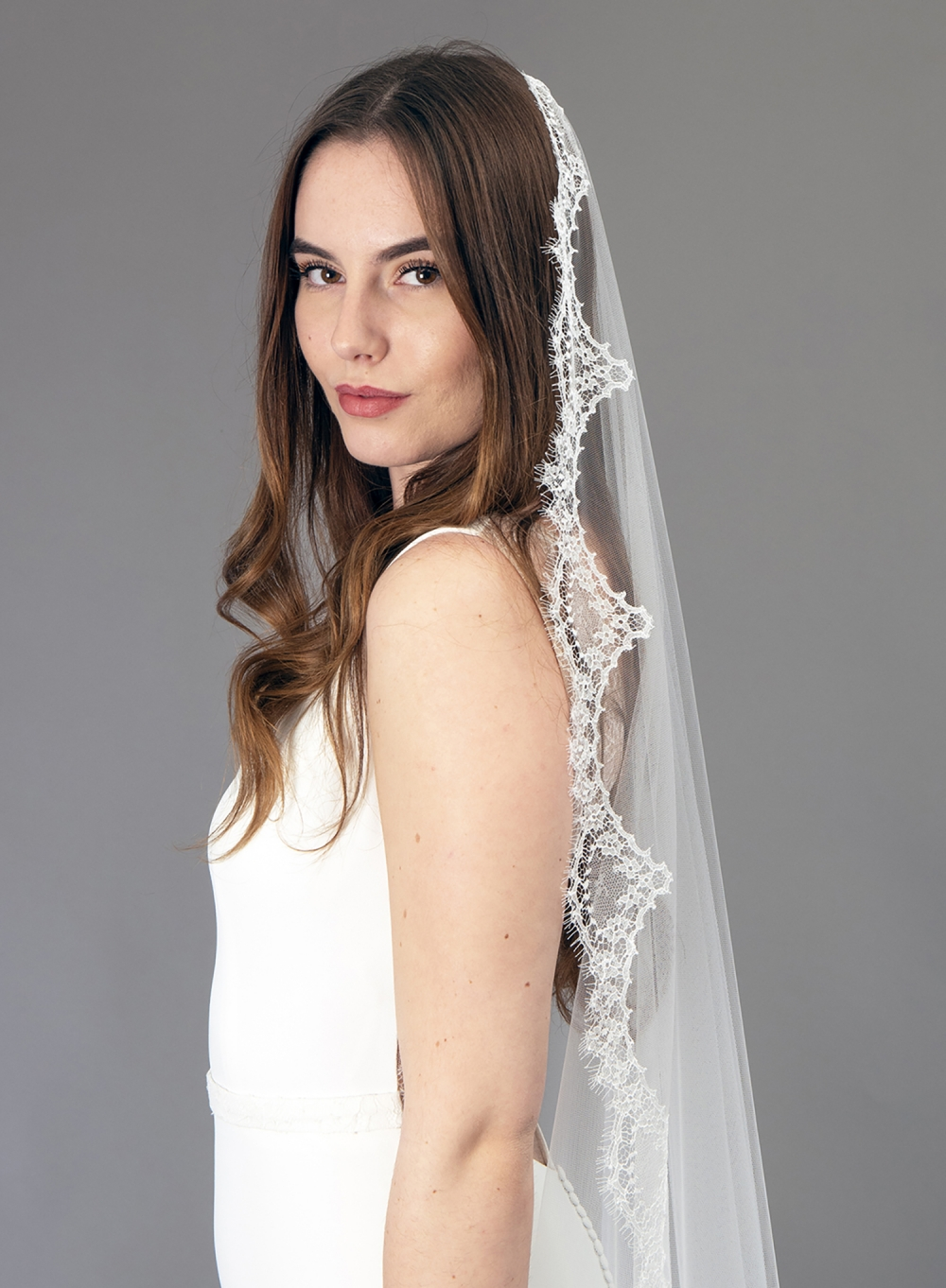 Accessoire de robe de mariée à Marseille par Belle en soie Couture | voile Jacinthe