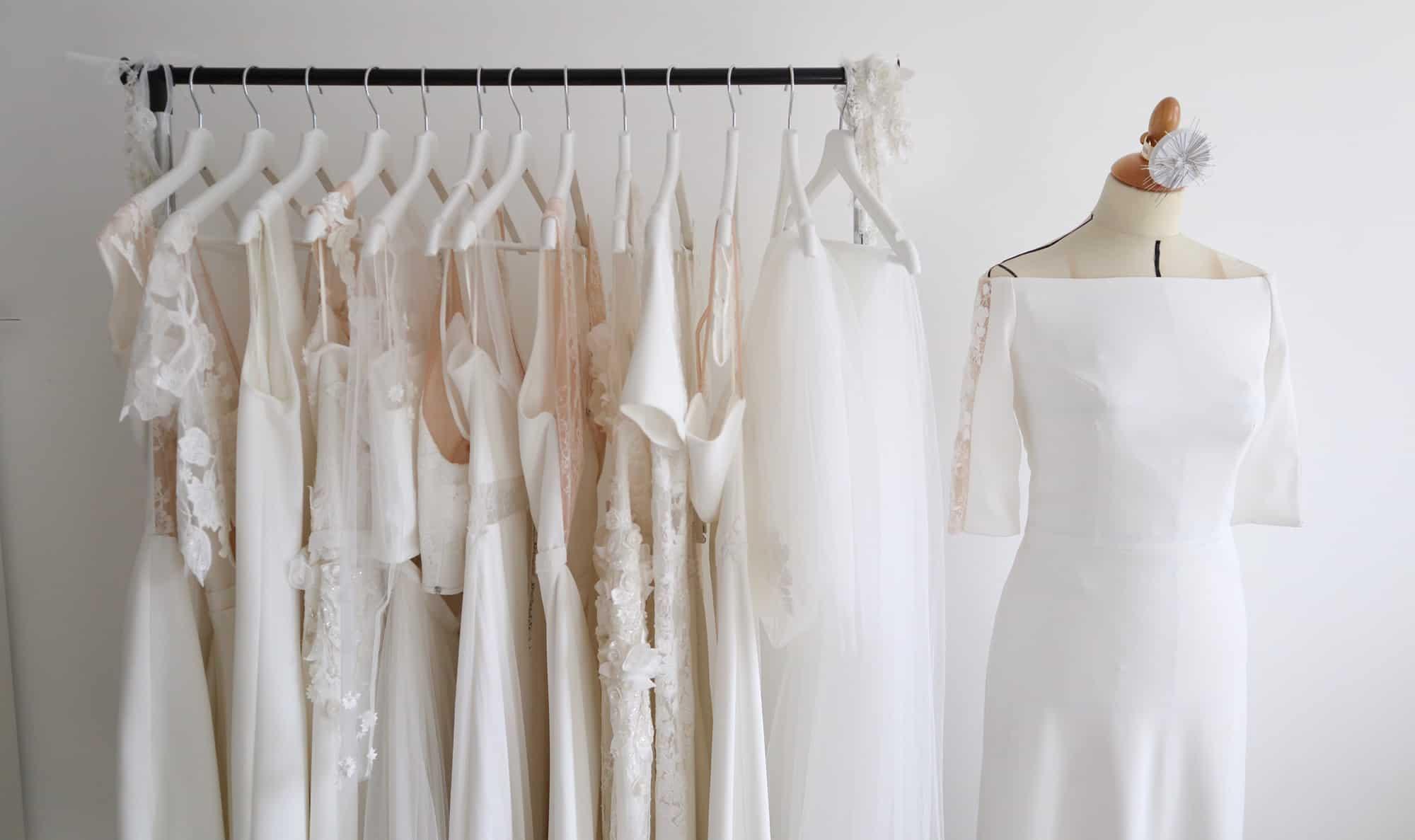 Création de robe de mariée à Marseille | Portant